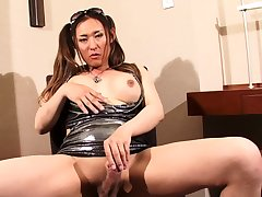 Annabelle 2 Transsexual Shemale femboy solo misapply