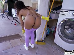 Latina cleans to eradicate affect residence and gets laid