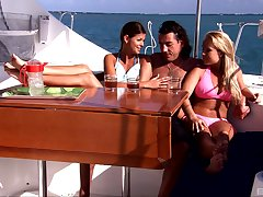 Threesome on the boat is amazing try one's luck be useful to pretty Jessica Moore