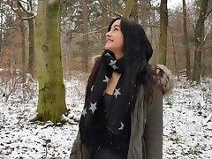 Nette Freundin Erfahrung: Quickie in Wald - cum auf der Zunge