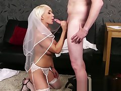 Bigtitted british bride blows cock til facial