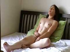 This amateur slut loves the art of self pleasuring together with she has hardly any shame