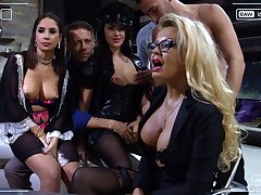 Slutty bimbo Carolina Vogue is ungentle hammered by two well hung studs